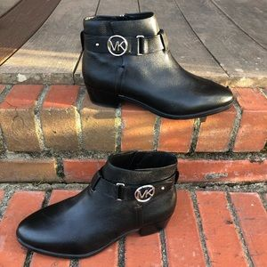 NWOT Michael Kors Leather Ankle Boots Size 6